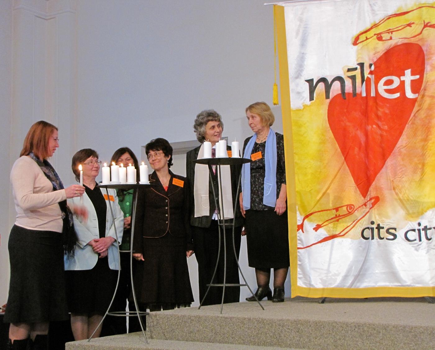 Enlarge Latvian Women 90